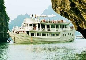 bateau de luxe dans la baie d'Halong