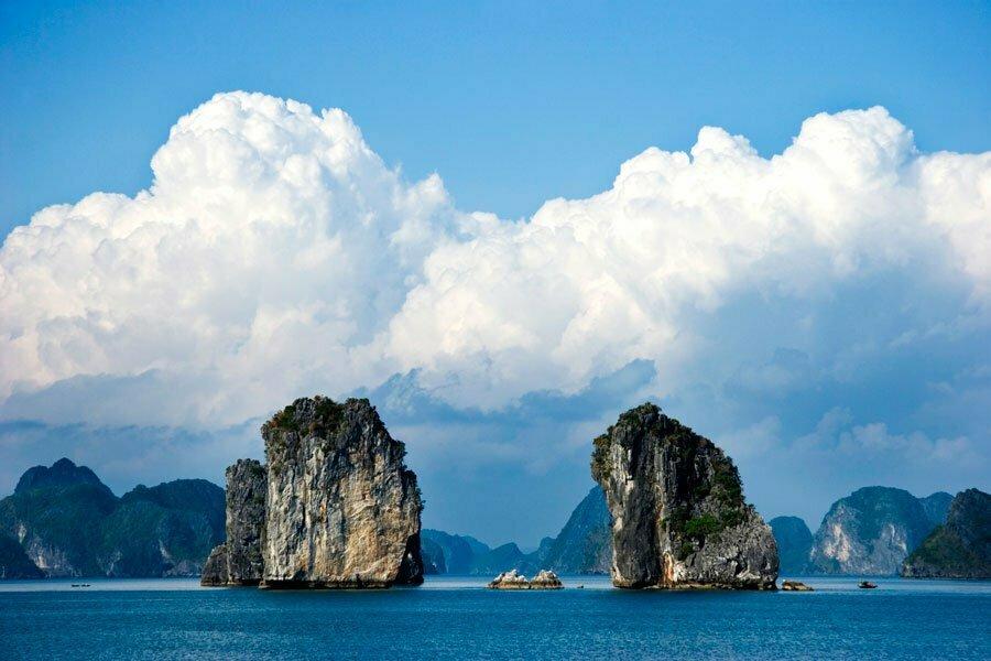 halong, mer bleu et rochers karstiques, Vietnam