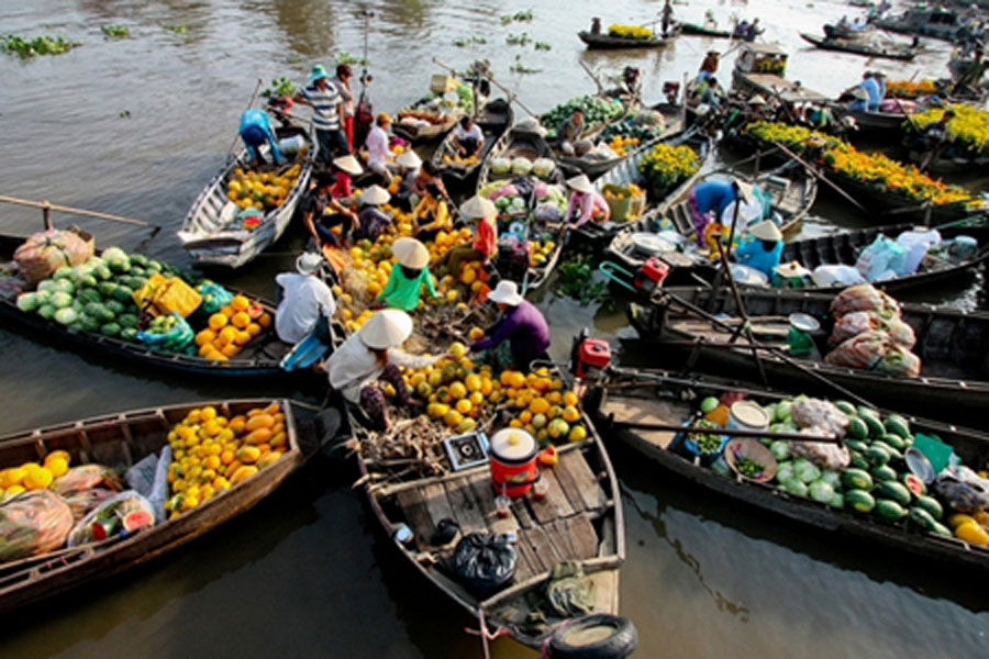 Marché flottant sur des barques sur le Mékong