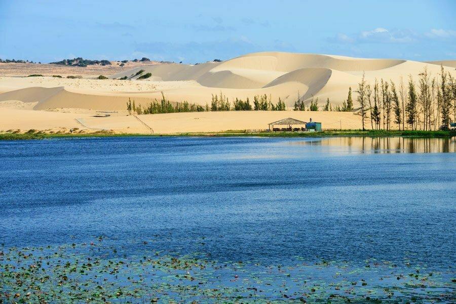 muine, dune de sable et lac