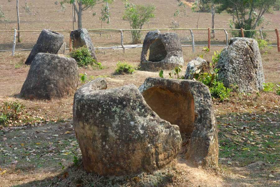 Les jarres de pierre géantes au Laos