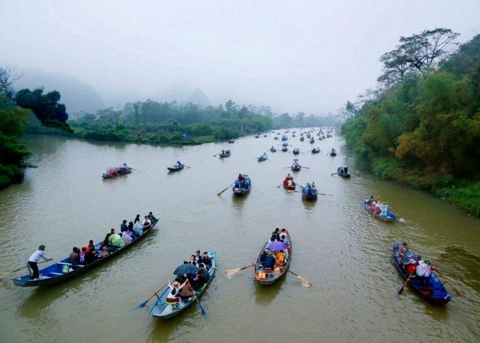 barques sur la rivière de la pagode des parfums