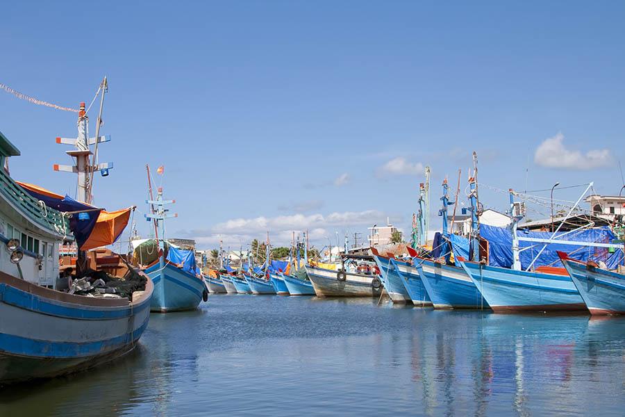 Bateaux et ciel bleu à Phu Quoc