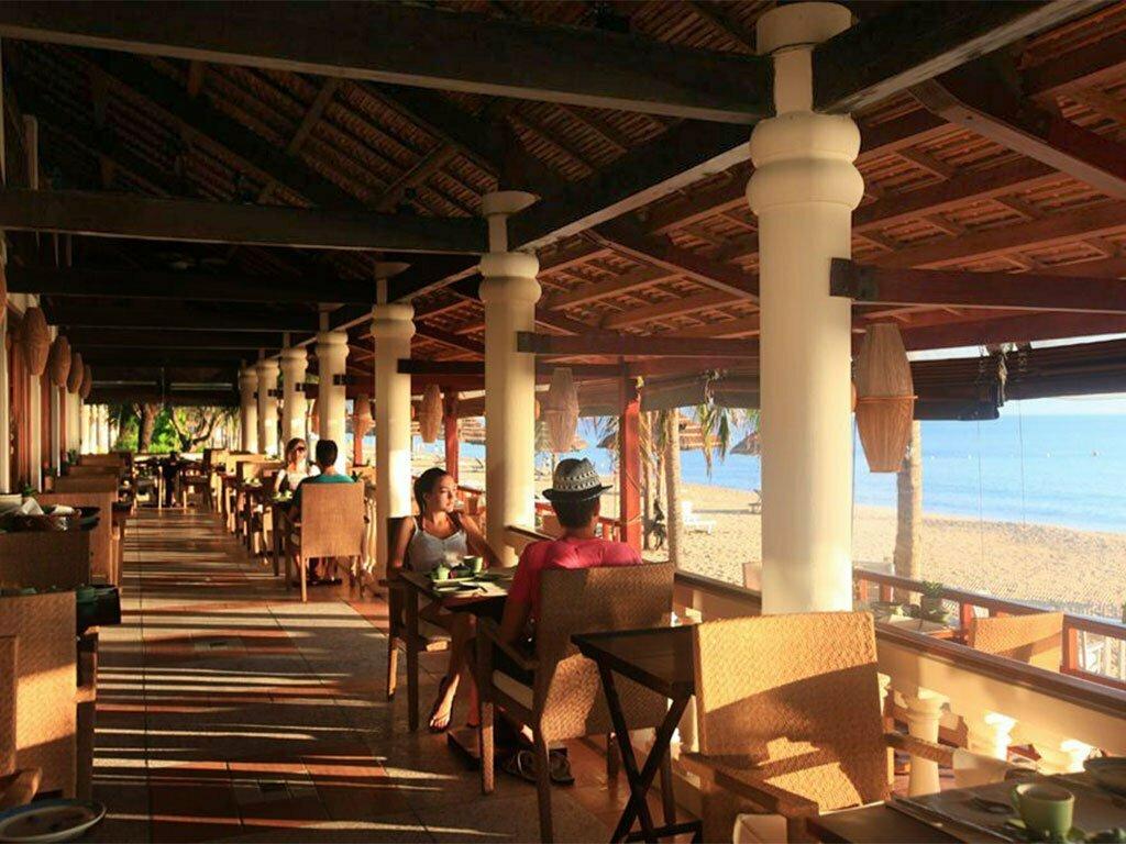 petit déjeuner en terrasse à l'hôtel à nha trang Vietnam