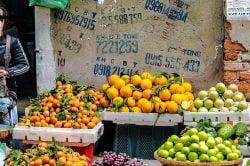 Vendeuse de fruits et légumes au Vietnam