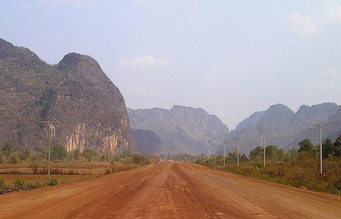 route de terre au Laos