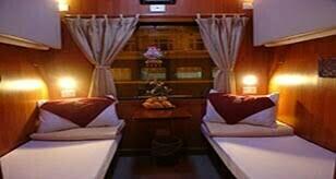 Cabine avec deux lits simples à bord du train tulico