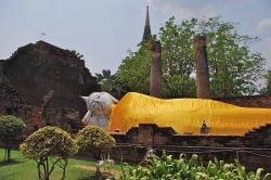 Wat Yai Chaimongkol Thailande buddha couché
