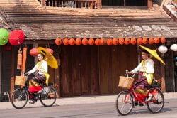 femme à vélo chiang mai
