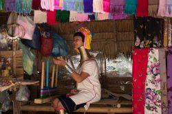 femme long cou de la tribu Karen Thailande
