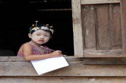 petite fille à l'école birmanie