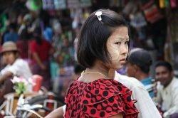 fille au marché birmanie