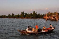 bateau sur la rivière birmanie