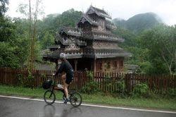 touriste à vélo à Mae Hong Son Thaimande