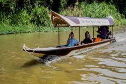bateau le long de la rivière Mae Ping