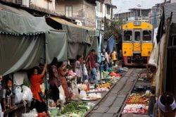 marché ferroviaire de Mae Klong Thailande