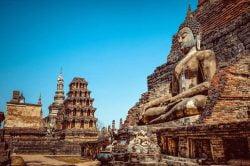 Temples en pierre à Sukhothai
