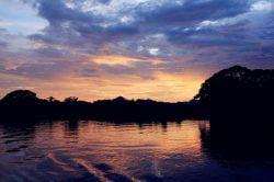 rivière Kwai couché de soleil Thailande